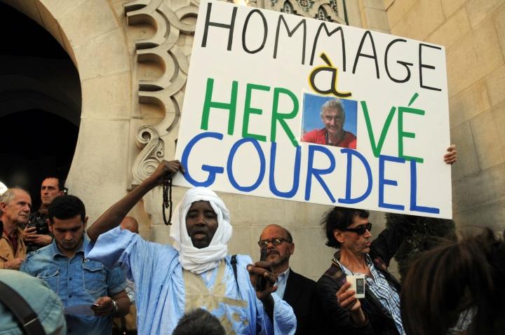 Mosquée Paris hommage Gourdel pancarte (Copier)
