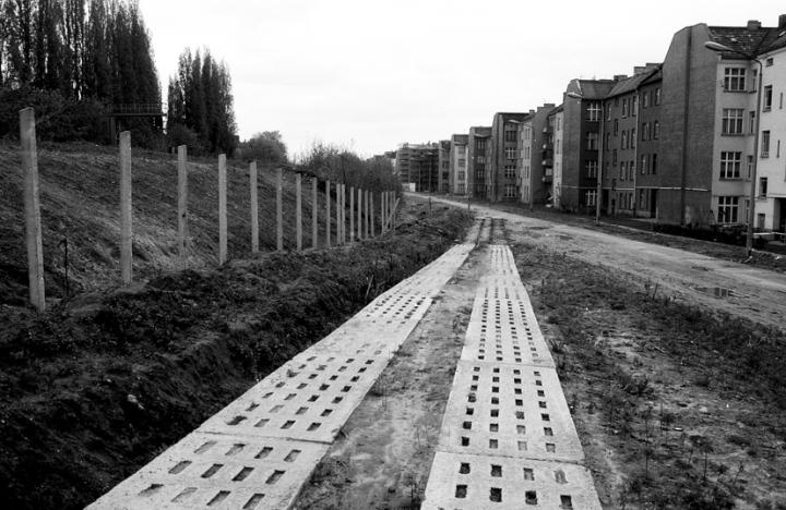 001 Berlin reste du no man's land 1990 (wb)