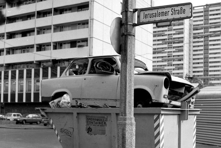 003 trabi Berlin chute du mur Berlin 9 nov 89 (3)