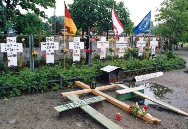 079 Allemagne Berlin k mur croix fugitifs tués 1990 (Copier)