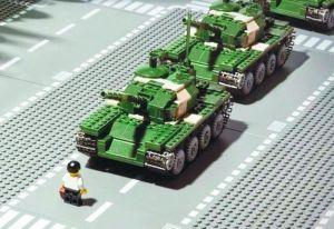 tank-man-du-4-juin-1989-place-tiananmen-en-lego_4913573