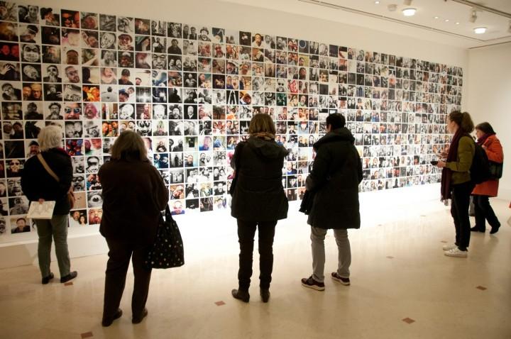 Ai Weiwei mur de selfies (Copier)