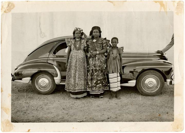 009 1954 Geneve contemporary art collection Seydou Keita 1950 (c) S Keita Skpeac photo courtesy CAAC picozzi collection Genève