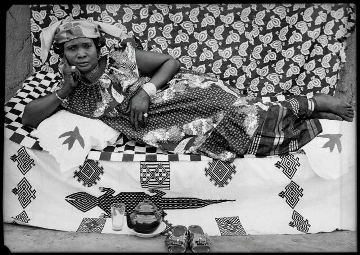 011 1958 Geneve contemporary african art collection Seydou Keita 1950 (c) S Keita Skpeac photo courtesy CAAC picozzi collection Genève