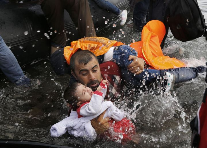 Yanis Behrakis migrants Lesbos 2015