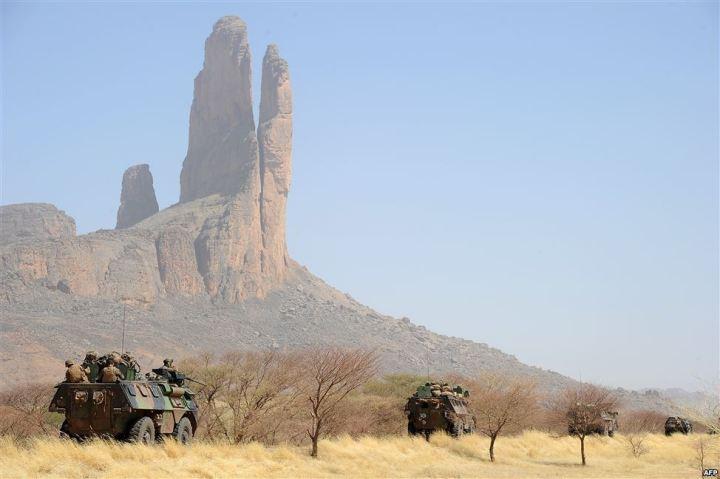 Mali Adrar Ifoghas soldats français en position