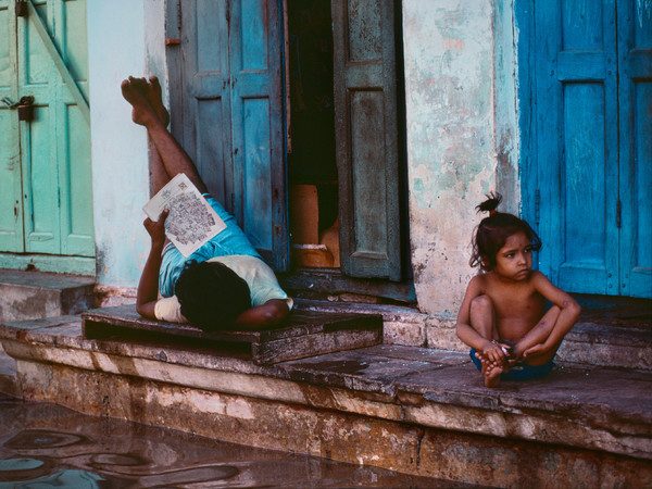 87749-_Steve-McCurry_Varanasi_Uttar-Pradesh_India_1984